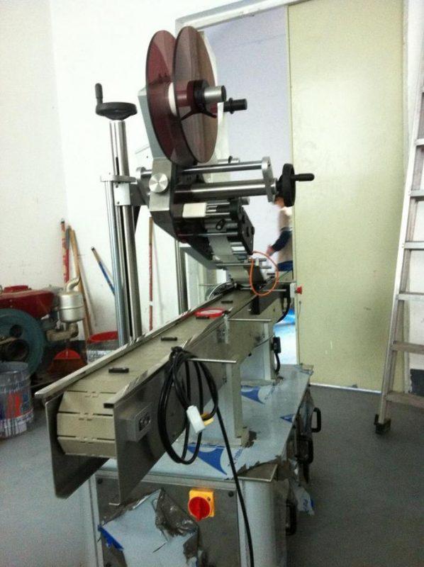 Tip ljepila Stroj za etiketiranje ravnih površina Gornja naljepnica za kapicu