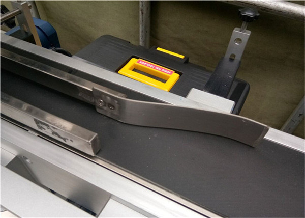 Potpuno automatski gornji stroj za etiketiranje za označavanje plastičnih praznih omotnica