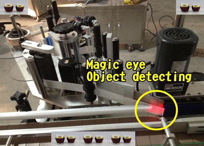 Stroj za automatsko nanošenje naljepnica za boce meda
