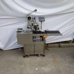 Stroj za vrhunsko etiketiranje Mašina za nanošenje ljepljivih naljepnica Neobvezna mašina za kodiranje