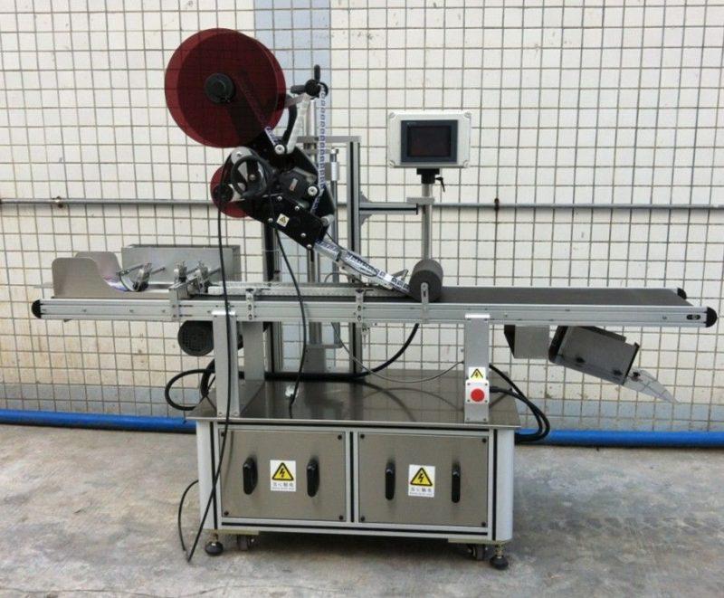 Kina gornji stroj za etiketiranje za maske / nerasprostranjene kartonske / papirnate vrećice, dobavljač naljepnica s ravnom površinom