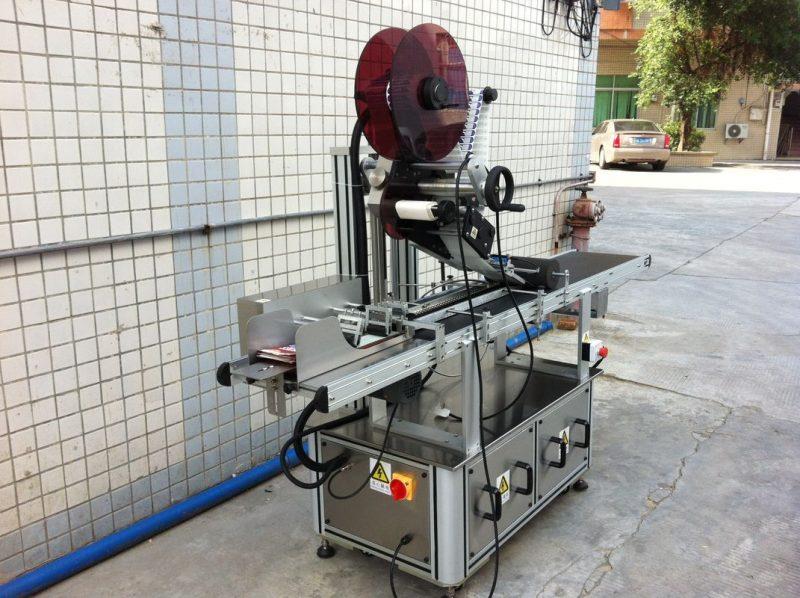 Kina Stroj za etiketiranje s gornjim dijelom električnog pogona, dobavljač stroja za etiketiranje samoljepljivih naljepnica